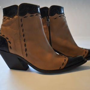 Donald J Pliner Italian made ankle boots size 8m